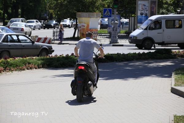скутер-нарушитель